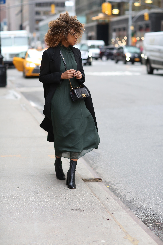 karen blanchard the new york fashion blogger wearing a Chanel small black caviar bag