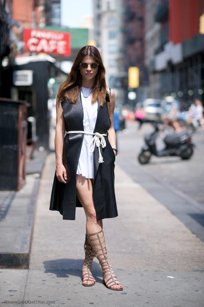 Gladiator sandals, round sunglasses, new york street style