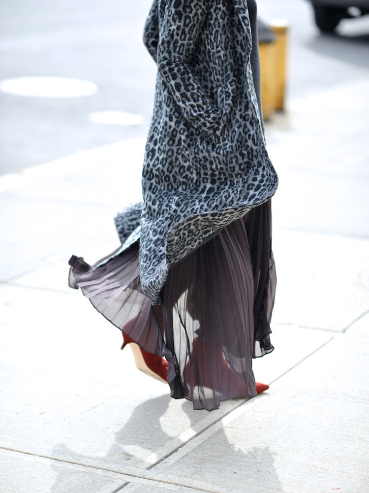 pleated maxi skirt and zara kitten heel boots