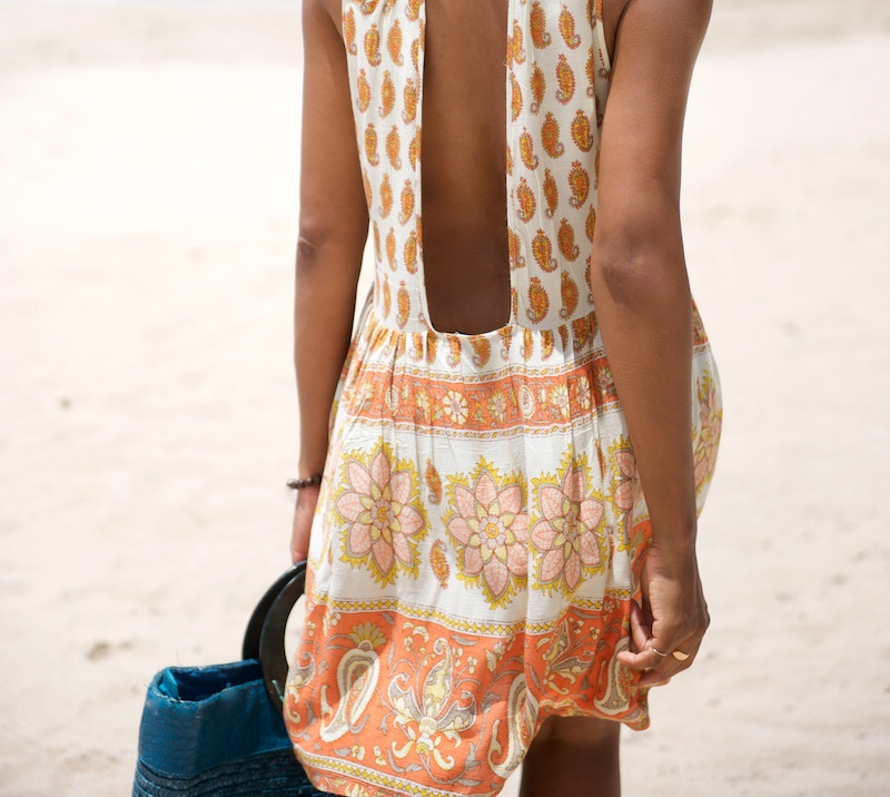 backless dress, vacation outfits