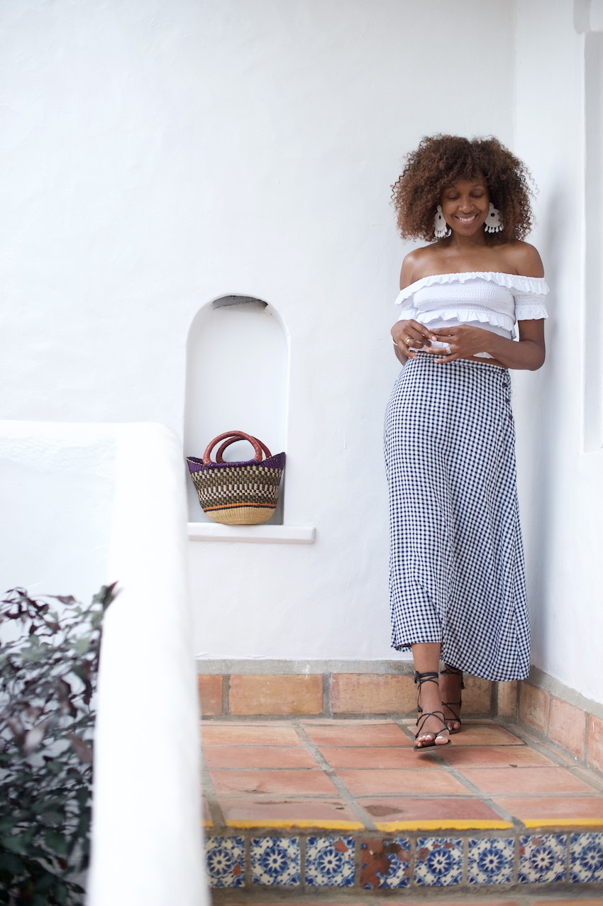 Karen Blanchard the black fashion blogger is wearing Madewell sandals with a ruffle off the shoulder top